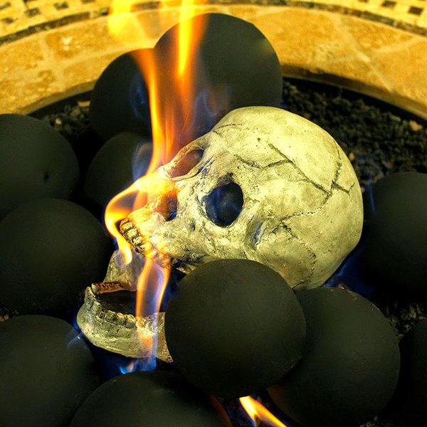 Поленья для камина в виде человеческих черепов