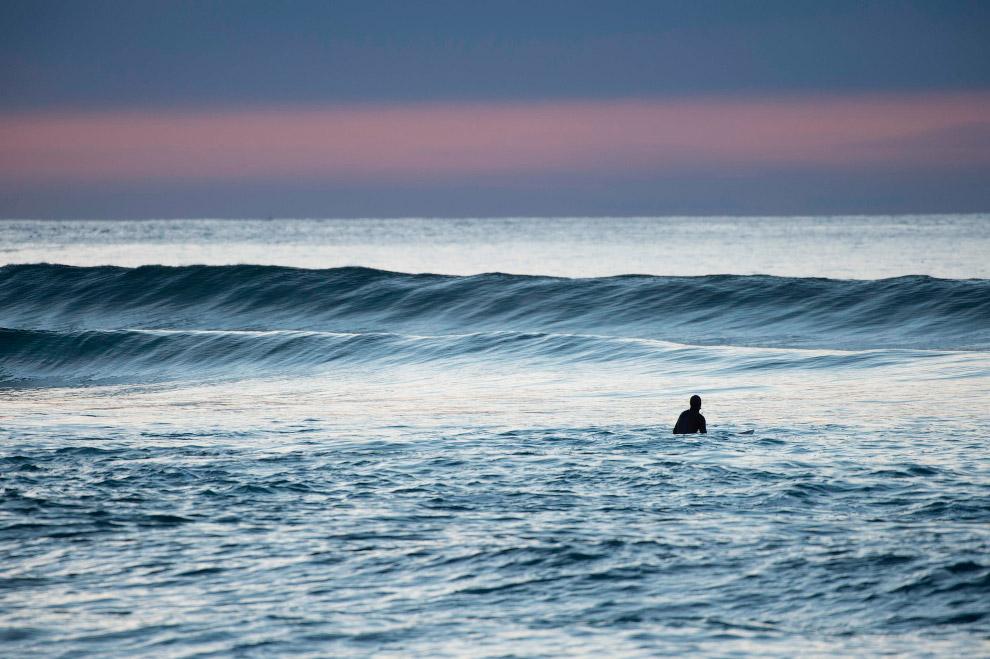 Суровый арктический норвежский серфинг