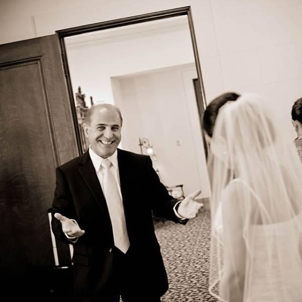 Трогательные эмоции отцов перед свадьбами их дочерей