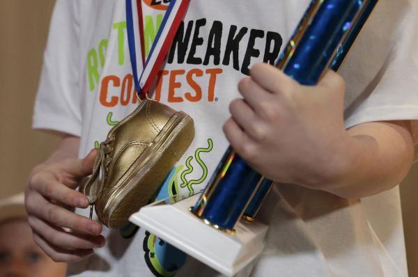 Подросток с Аляски стал обладателем самых вонючих кроссовок 2017 года