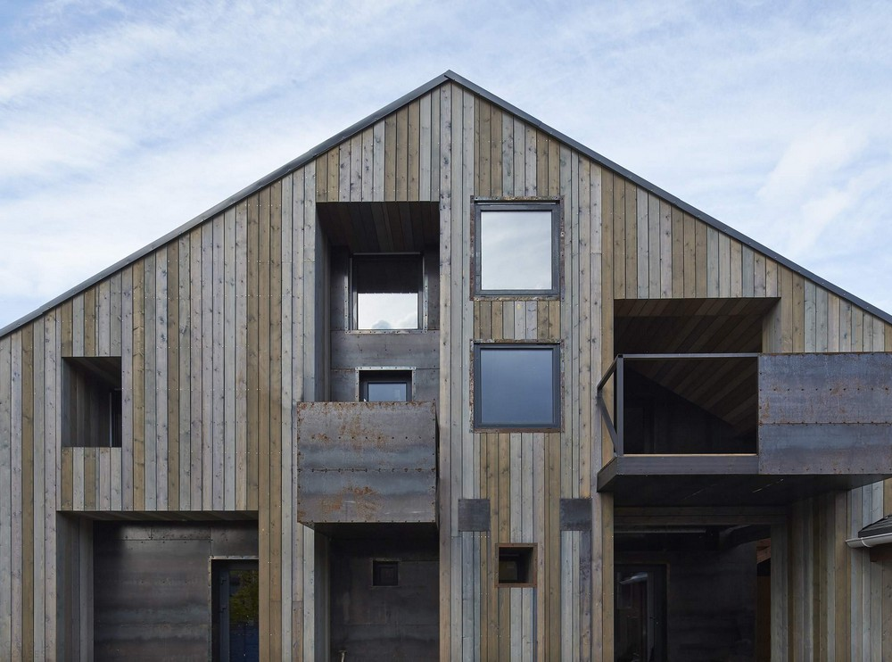 Современный трехэтажный дом из дерева в Подмосковье