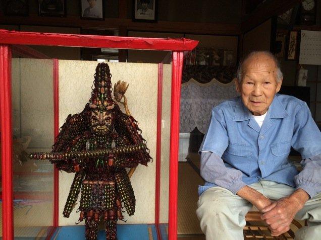 Странная буддийская скульптура из 20000 жуков