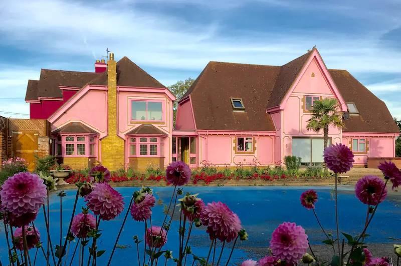 Розовый дом мечты