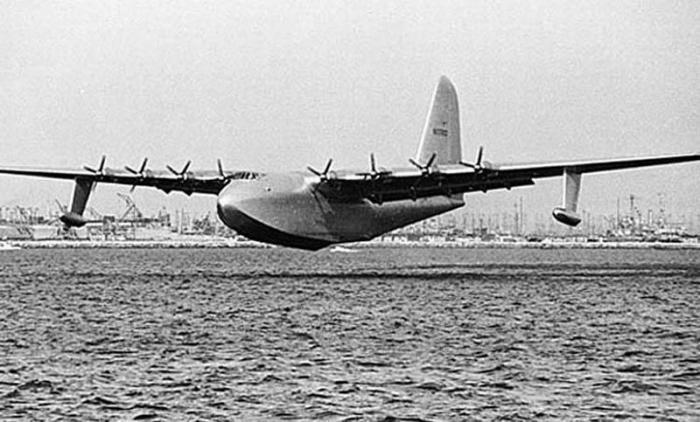 Самый огромный самолет Hughes H–4 Hercules