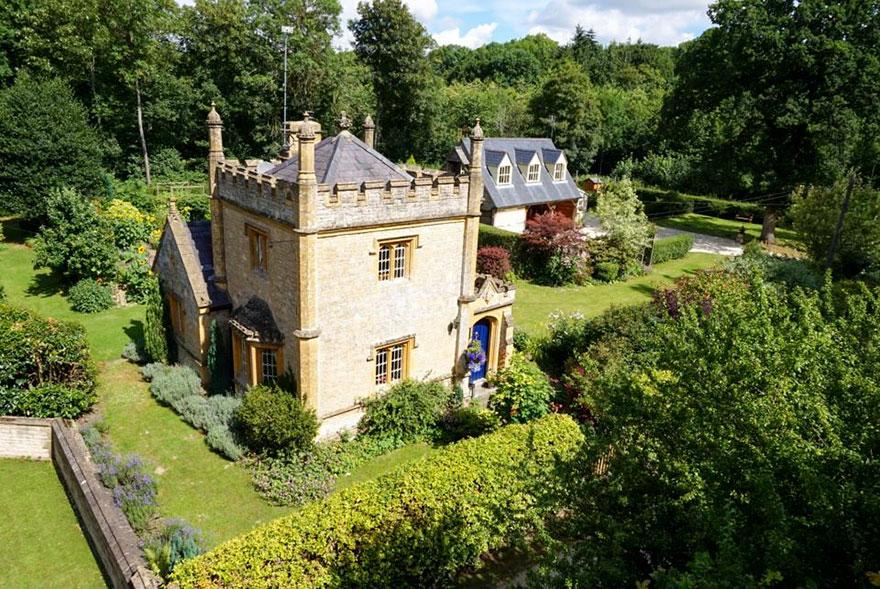 Продажа замков в англии дубай дома до облаков