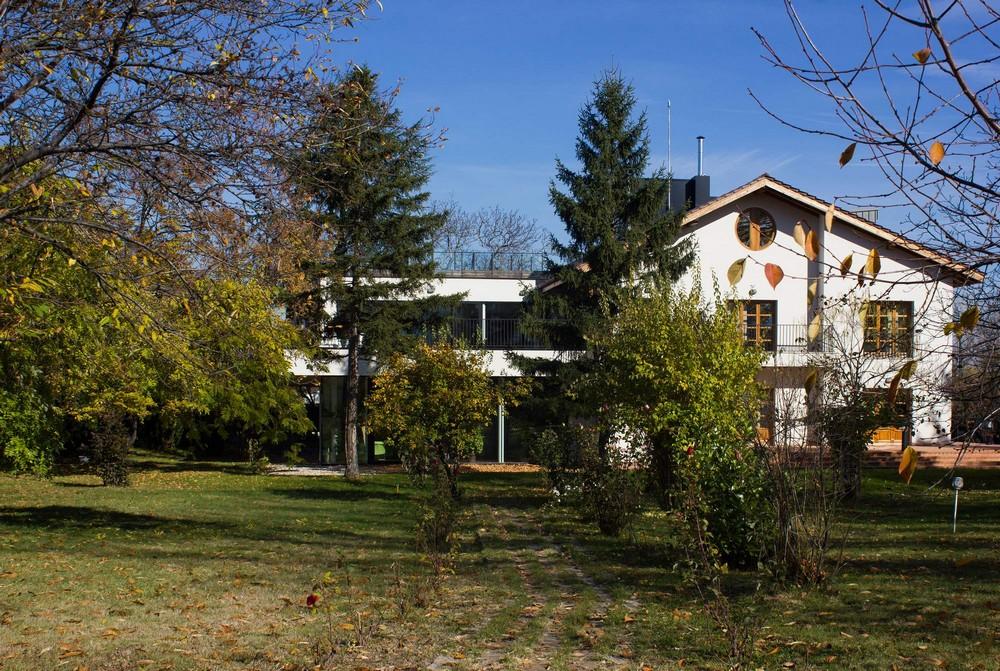Резиденция Вишневый сад в Болгарии на месте бывших солдатских казарм
