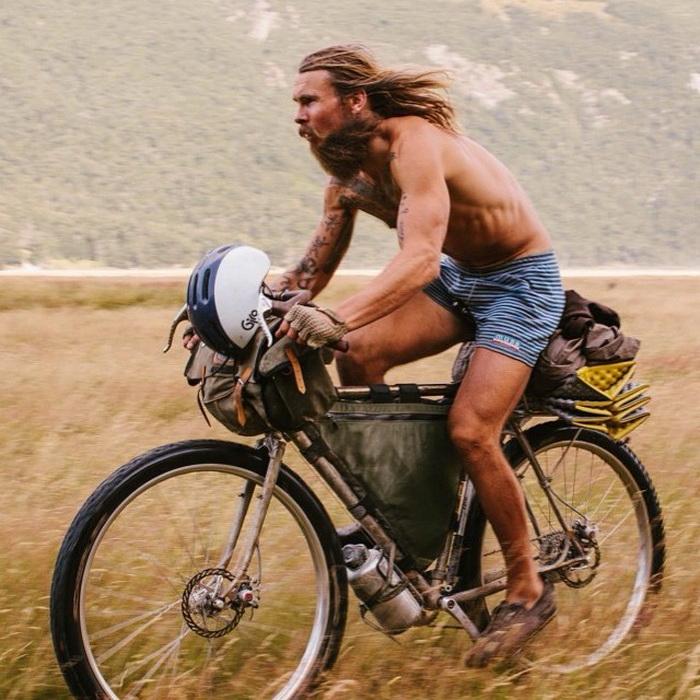 Этот парень объехал на велосипеде полмира