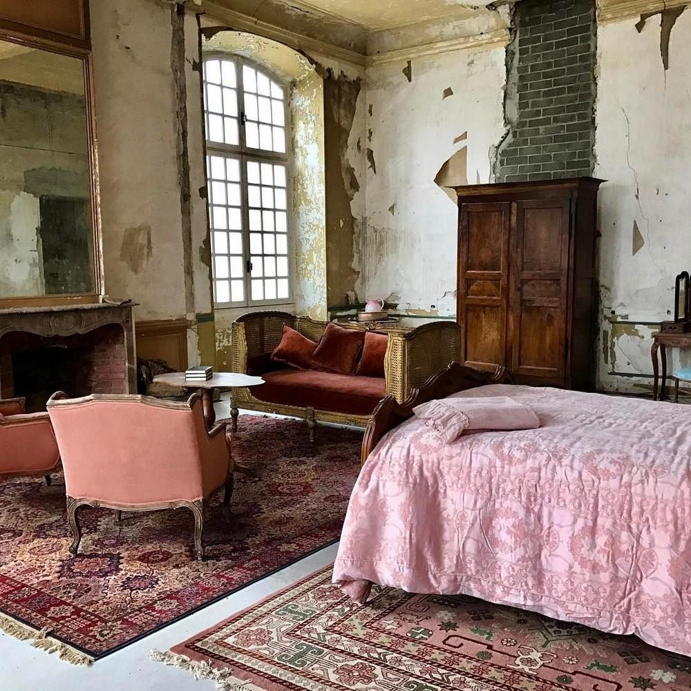Пара восстанавливает заброшенный французский замок XVIII века