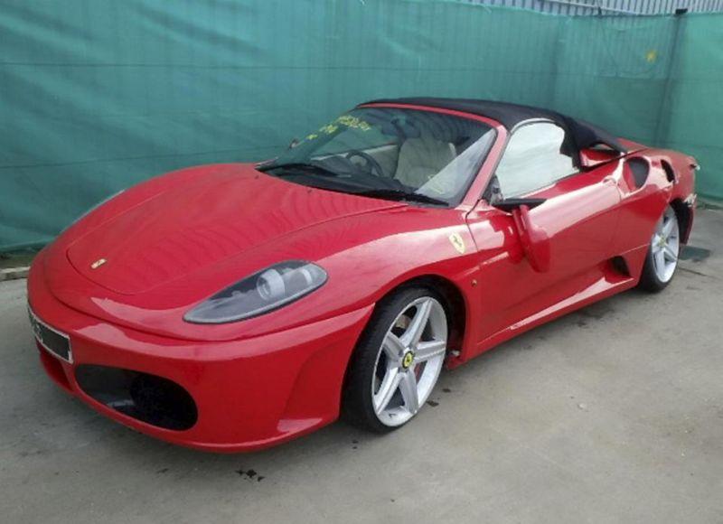 Лондонский иммигрант переделал Тойоту в Ferrari, чтобы получить страховку