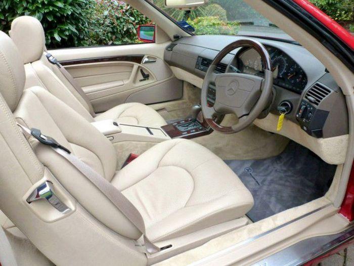 Mercedes-Benz SL 500, простоявший в гараже 20 лет