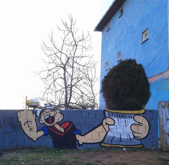 Уличное искусство взаимодействует с природой