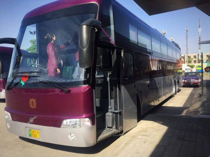 Пакистанские автобусы с комфортом уровня престижных авиалиний