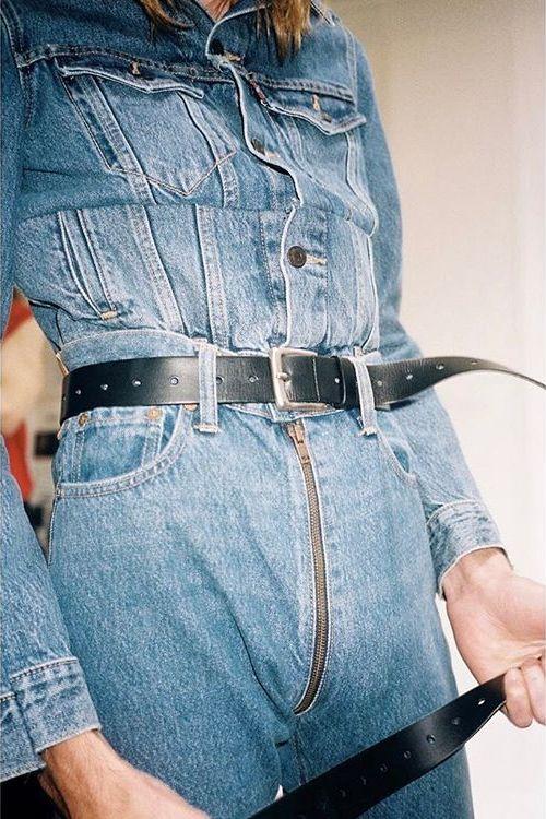 Модные джинсы с удобной молнией между ног