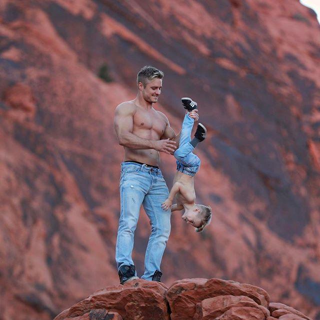 Акробат цирка Cirque du Soleil - самый популярный отец-одиночка Инстаграма