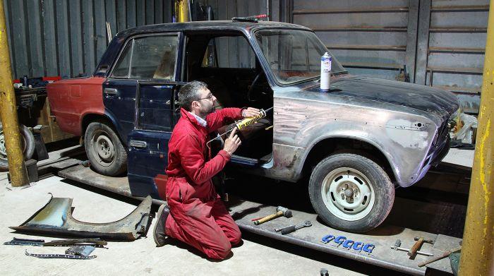 Учитель из Великобритании коллекционирует советские автомобили