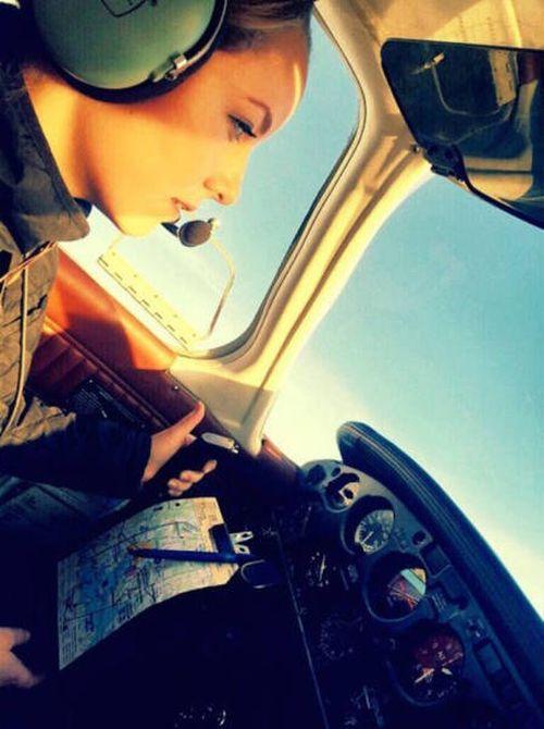 Очаровательные девушки-пилоты из Швеции