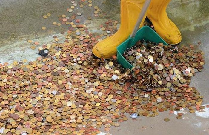 Почти 1,5 миллиона евро достали из знаменитого фонтана в Риме