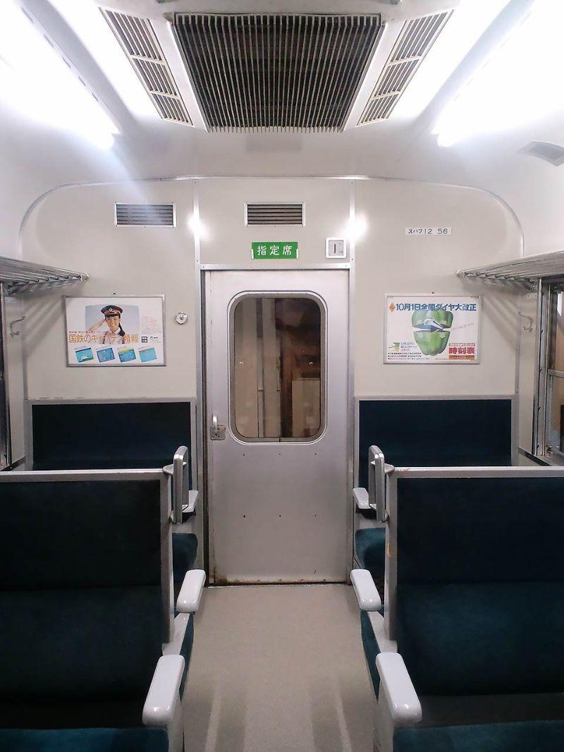 Фанат поездов превратил свою комнату в вагон