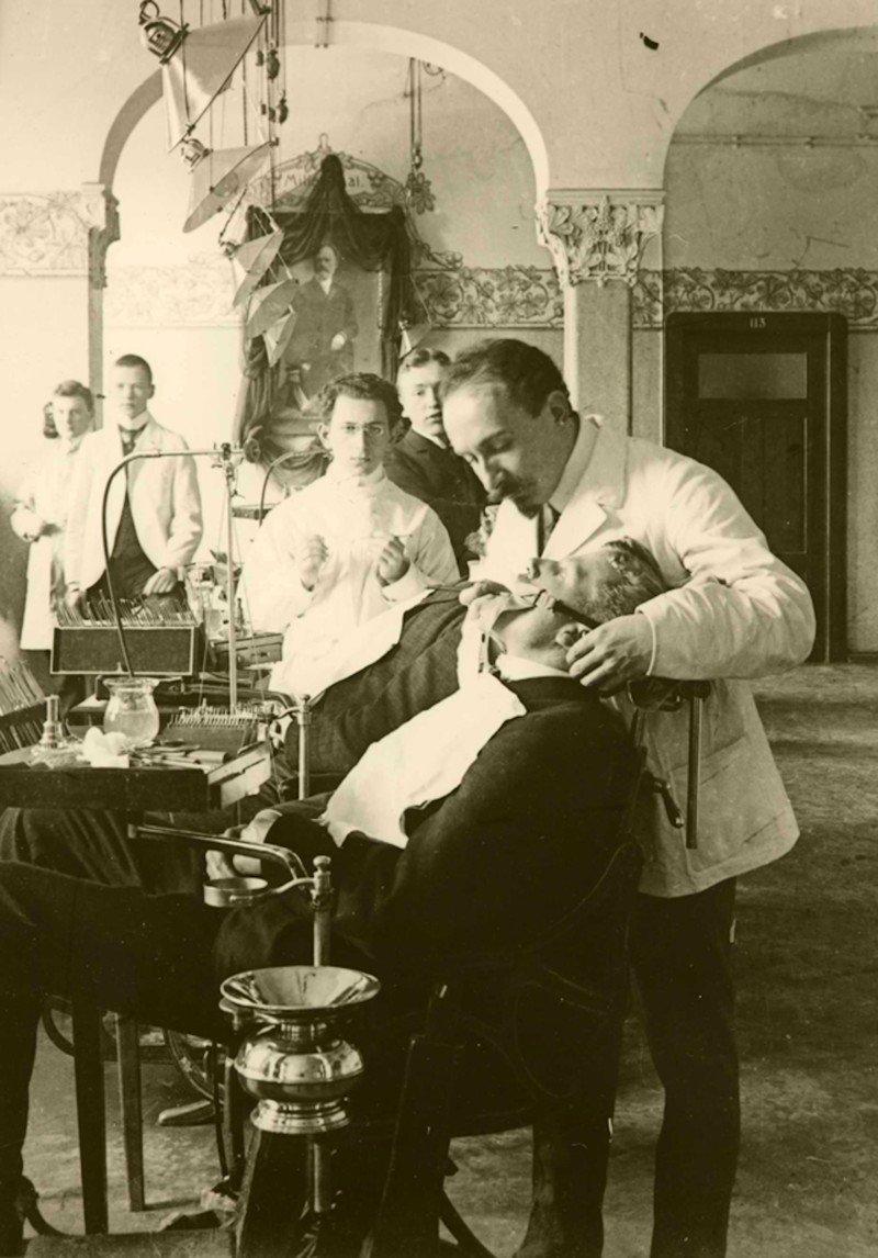 Жутковатые стоматологические снимки из прошлого