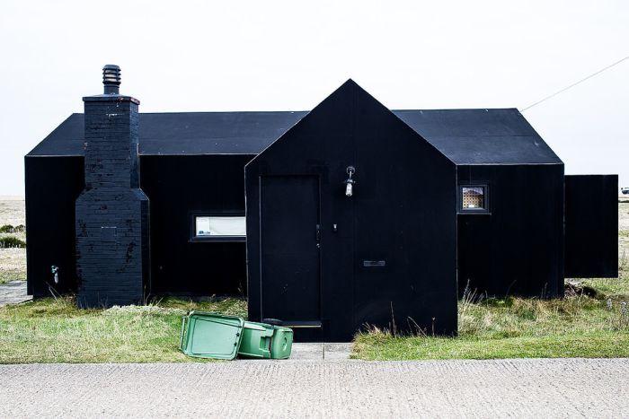 Темные здания из разных стран мира