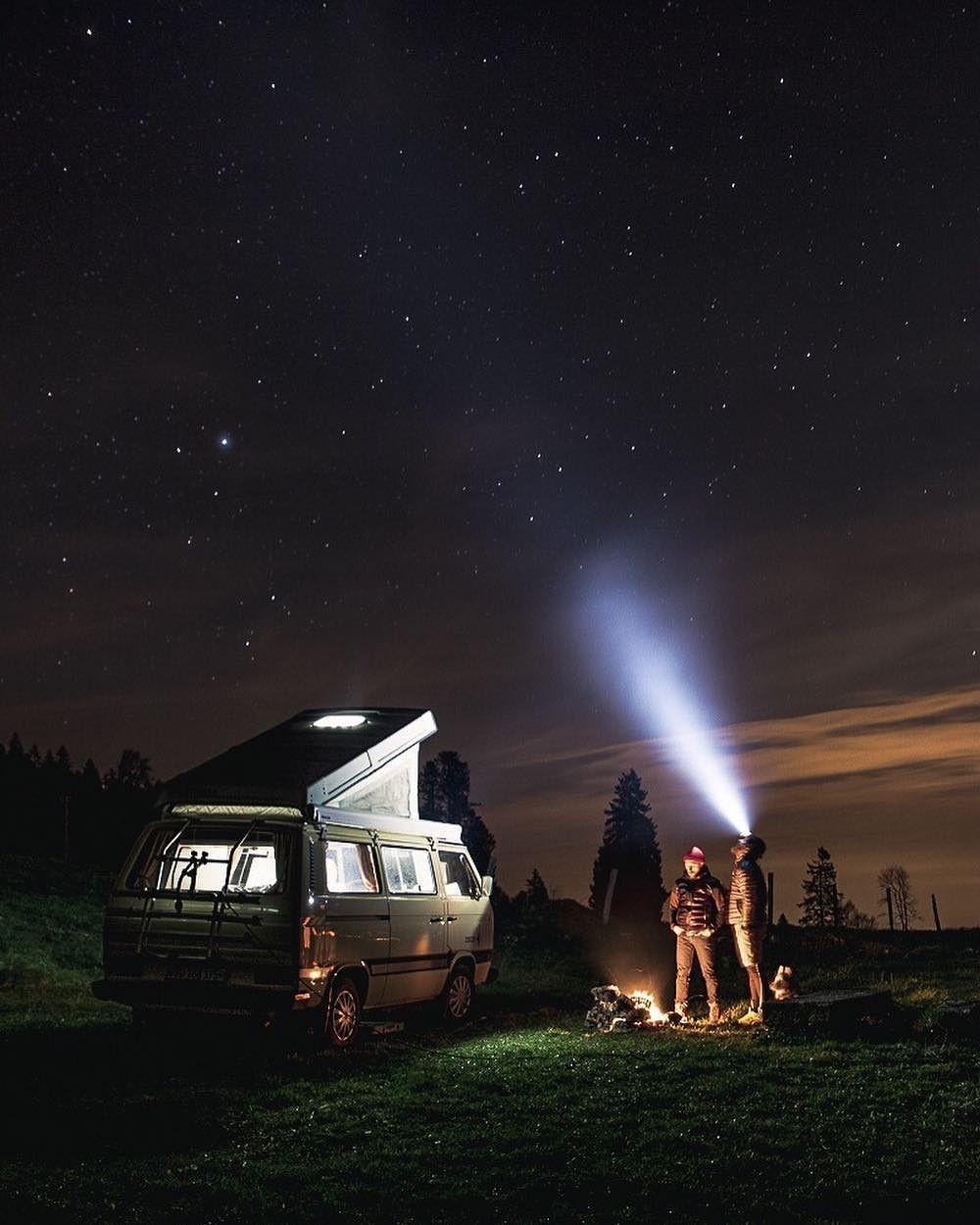 Люди, которые живут и путешествуют в фургонах