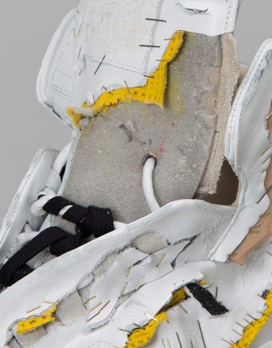 Изодранные кроссовки за 1425 долларов