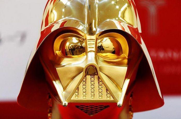 Золотой шлем Дарта Вейдера продадут за 1,4 млн долларов