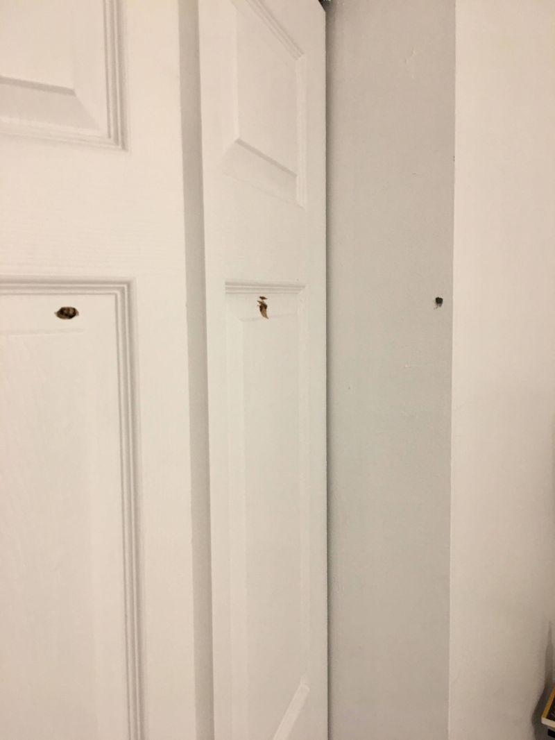 Шальная пуля влетела в дом