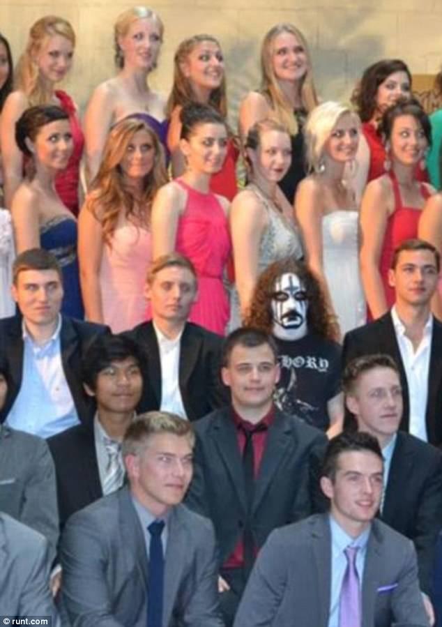 Неудачные фотографии с выпускного вечера