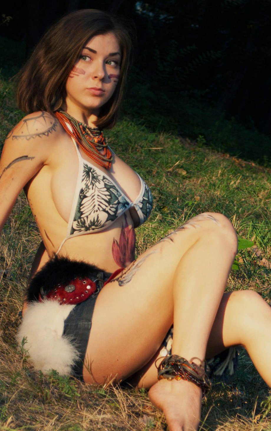 Красивые девушки в бикини и белье