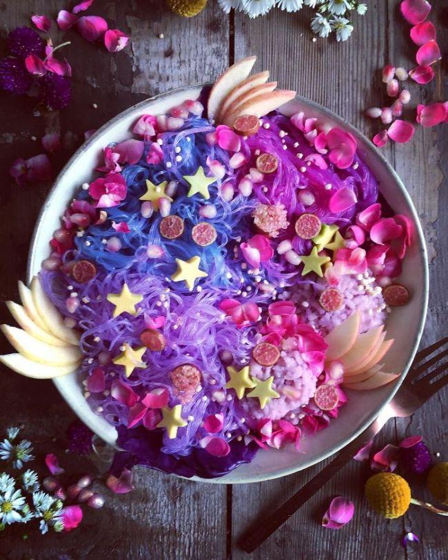 Лапша единорога - новый кулинарный тренд в сети