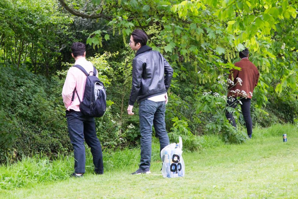 Студенты Кембриджа на традиционной вечеринке Caesarian Sunday