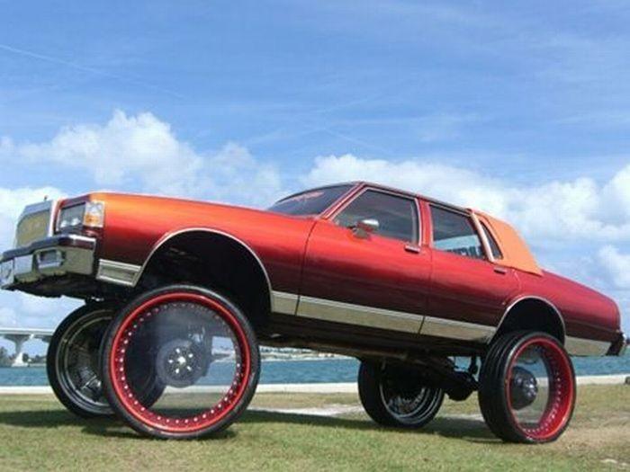 Автомобили и огромные диски
