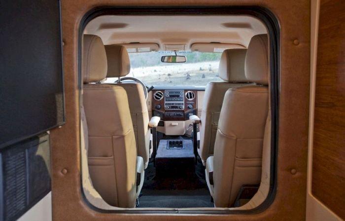 Дом на колесах на базе пикапа Ford F450