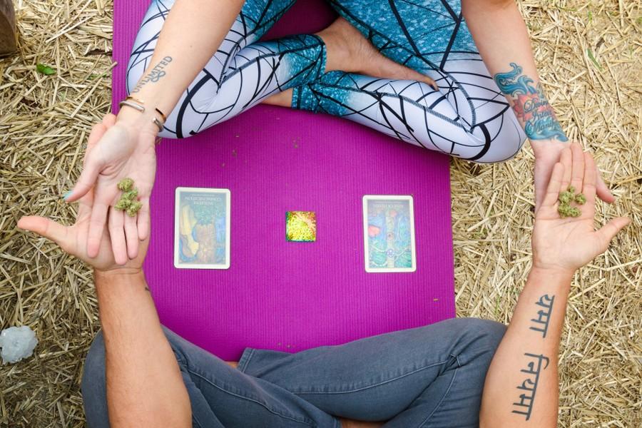 Центр психоделической йоги с марихуаной в США