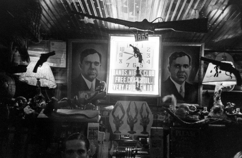 Американские трудяги в баре во времена Великой депрессии