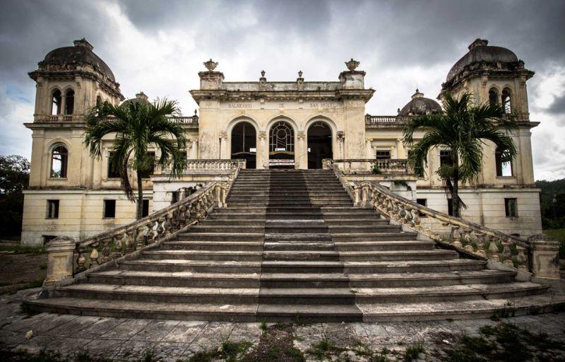 Заброшенный спа-курорт на Кубе