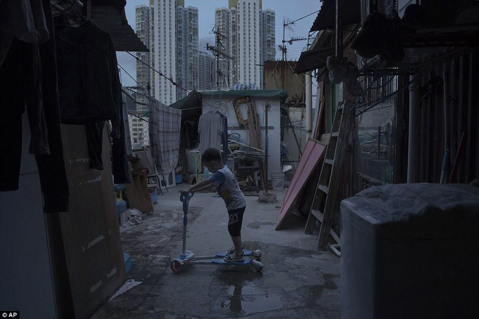 Жизнь в гонконгских домах-гробах