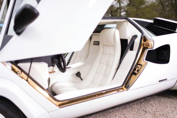 Lamborghini с интерьером из натурального золота