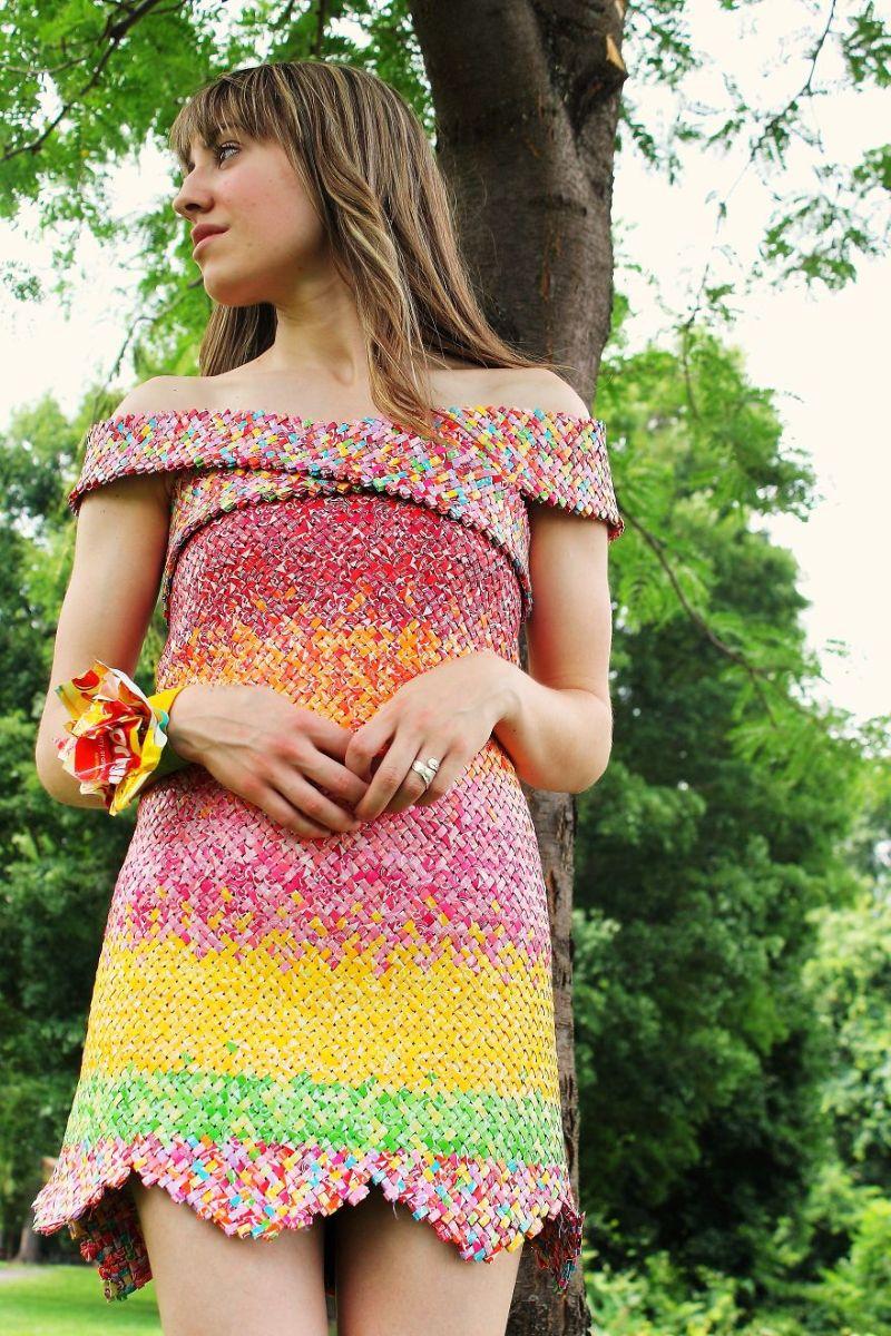 Платье и туфли из конфетных фантиков