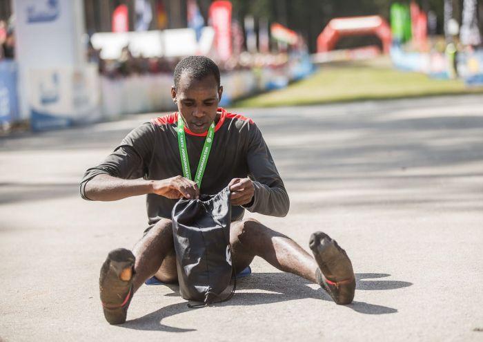Кениец Ибрагим Мукунга выиграл Тартуский полумарафон в носках
