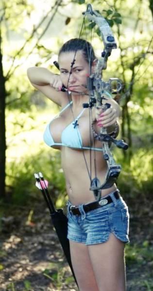Красивые девушки-лучницы