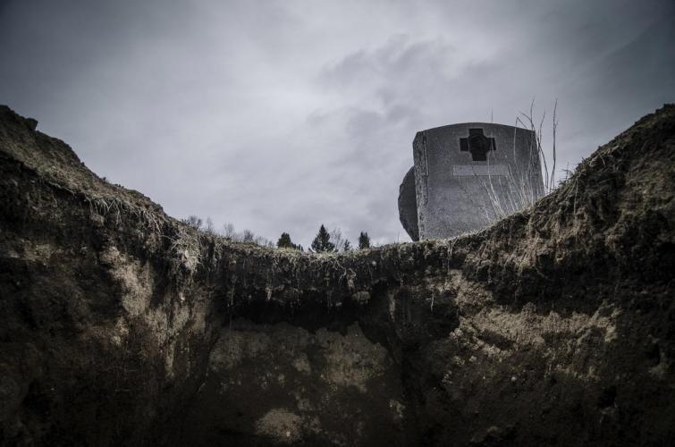 Странные способы, которыми люди защищали места захоронений
