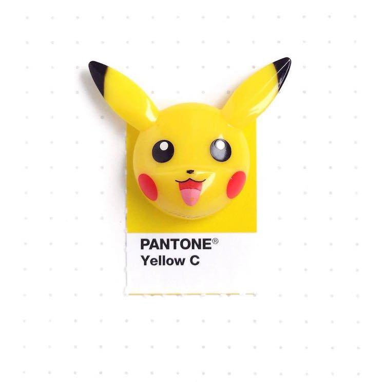 Повседневные предметы с образцами палитры цветов Pantone