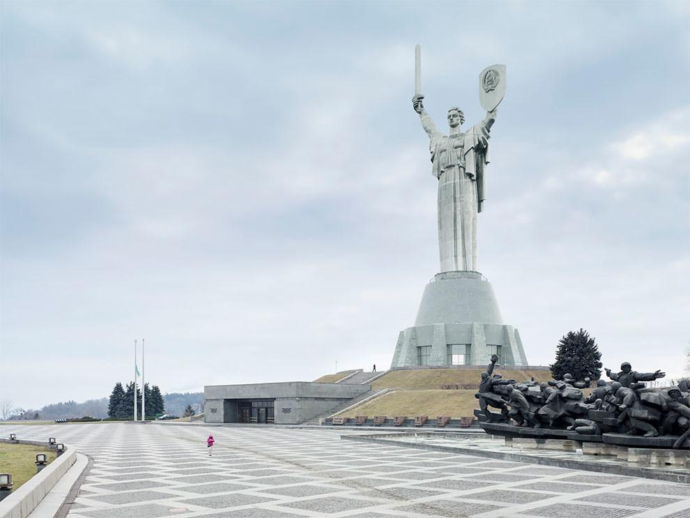 Громадные скульптуры из разных стран