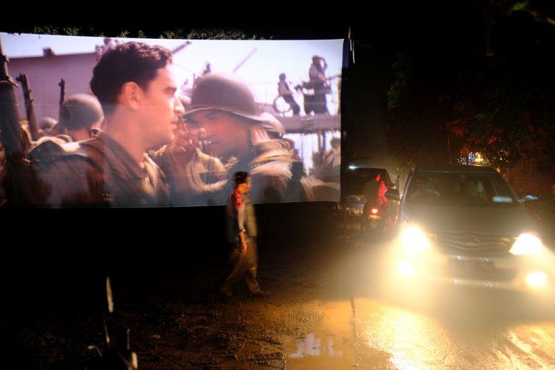 Мобильные кинотеатры в Индонезии