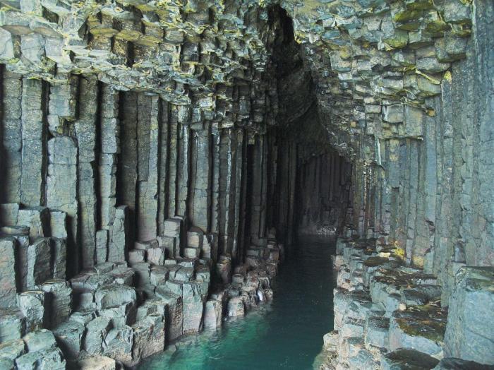 Пещера Фингала