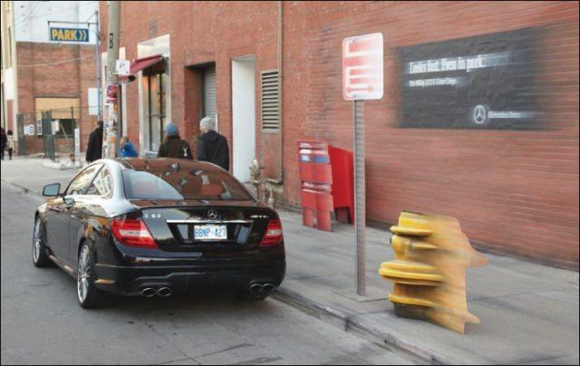 Уличная реклама Mercedes С-350