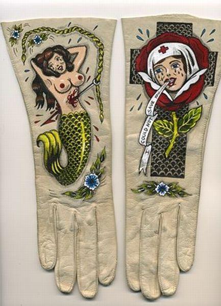 Интересные перчатки с татуировками