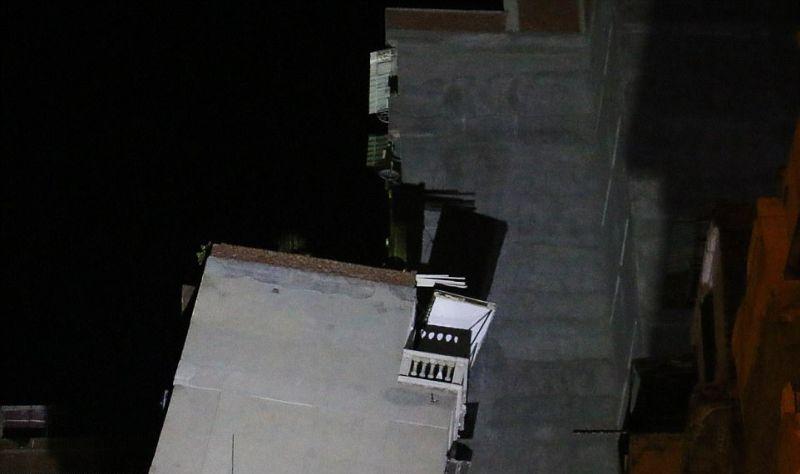 В Египте многоэтажка упала и оперлась на соседний дом